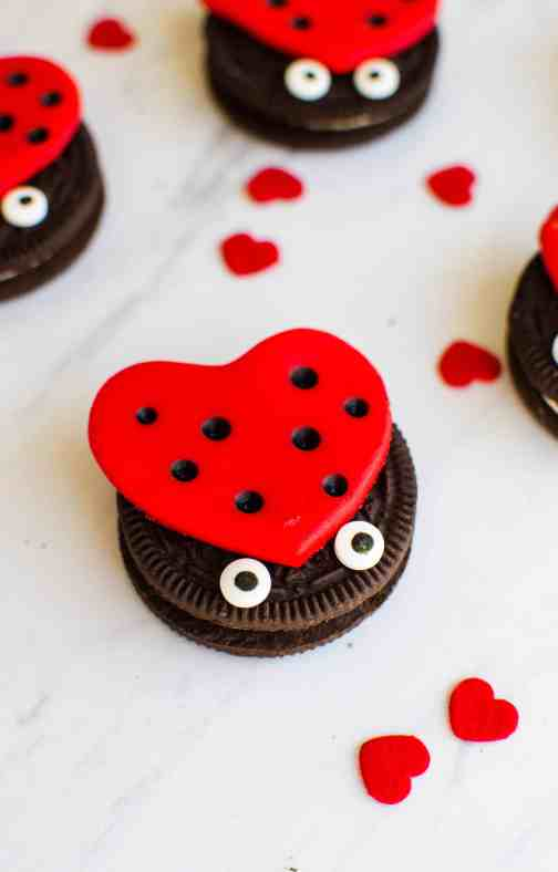 Cute and easy ladybug cookies for your special lovebug. #lovebug #ladybug #luvbug #easycookies #funfood