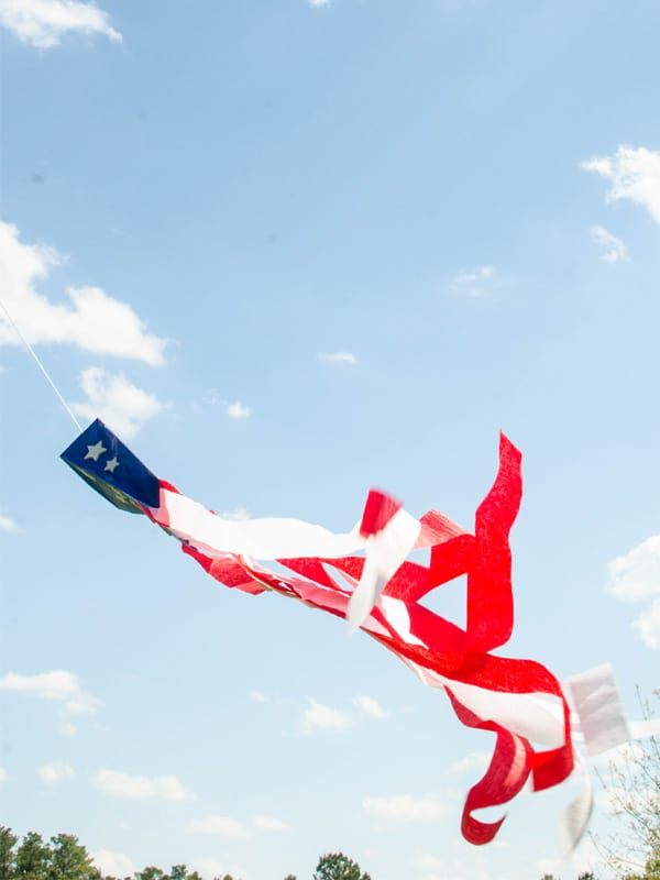 Red White and Blue kids craft for 4th of July: Make a simple kite with stars and stripes. Easy 4th of July Kids craft idea.