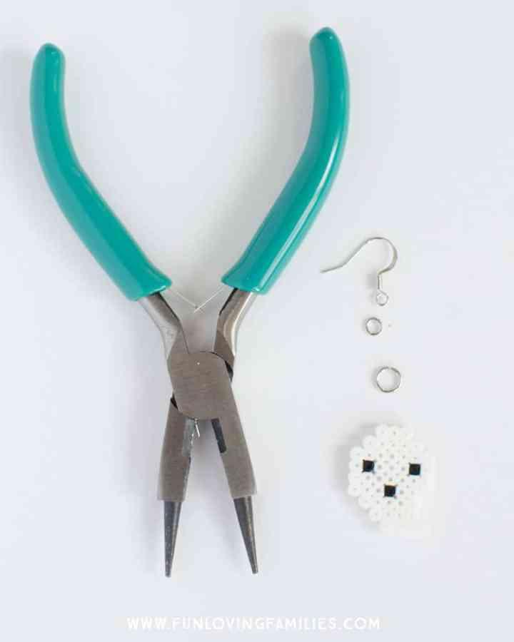 Make your own Halloween ghost earrings. Full tutorial at funlovingfamilies.com
