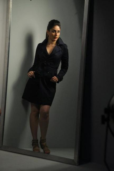 kareena-kapoor-autumn-winter-shoot-with-metro-shoes- (2)