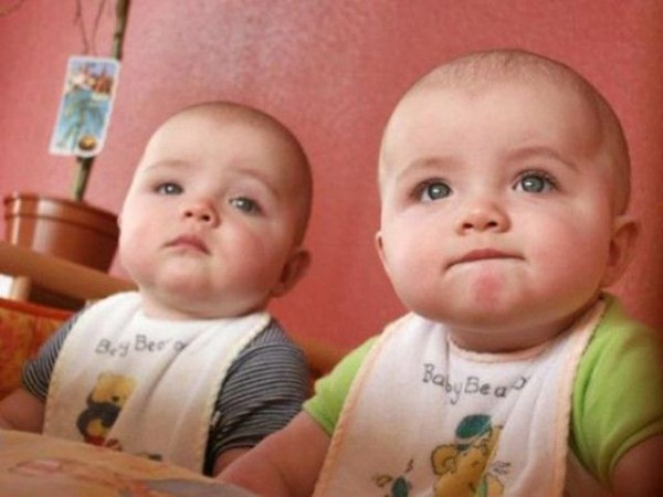 twin-baby-pictures- (1)