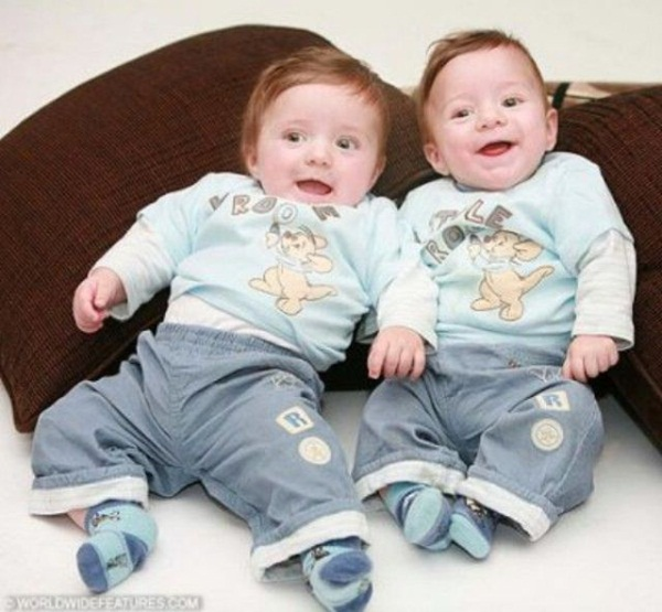 twin-baby-pictures- (10)