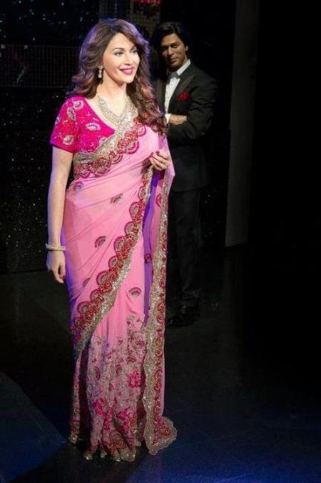 madhuri-dixit-unveils-her-wax-statue-at-madame-tussauds- (10)