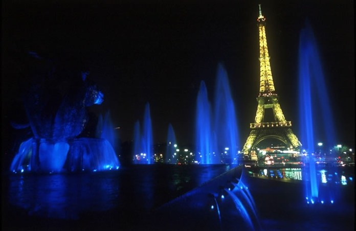 eiffel-tower-at-night- (3)