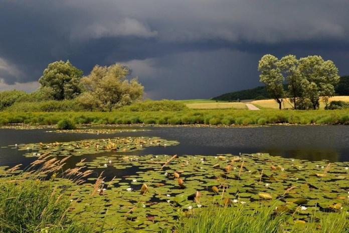 beautiful-natural-lakes-26-photos- (9)