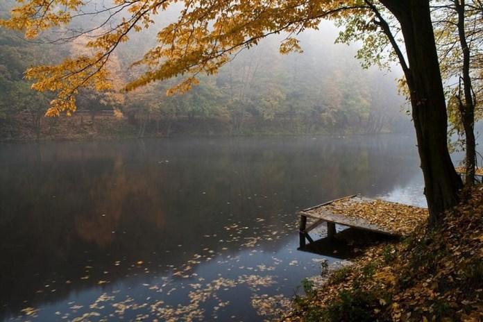 beautiful-natural-lakes-26-photos- (13)