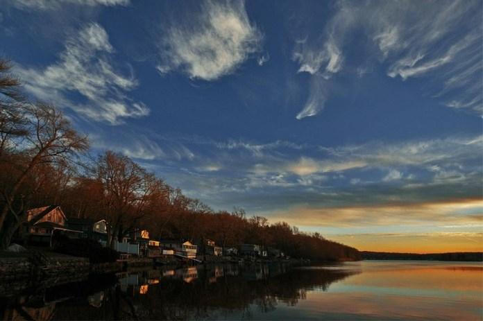 beautiful-natural-lakes-26-photos- (19)