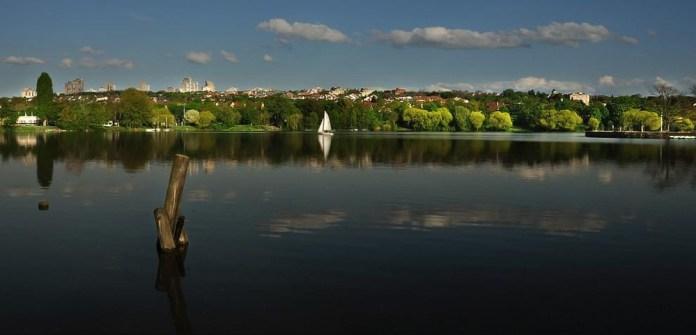 beautiful-natural-lakes-26-photos- (23)