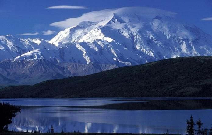 beautiful-natural-lakes-26-photos- (25)