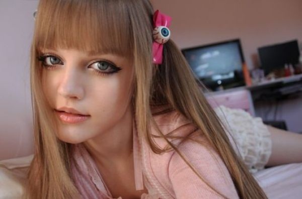 living-barbie-doll-dakota-rose- (2)