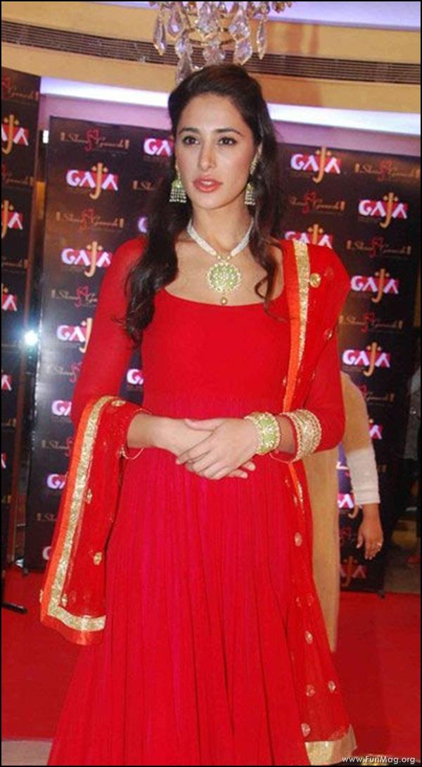 nargis-fakhri-in-red-indian-dress- (11)