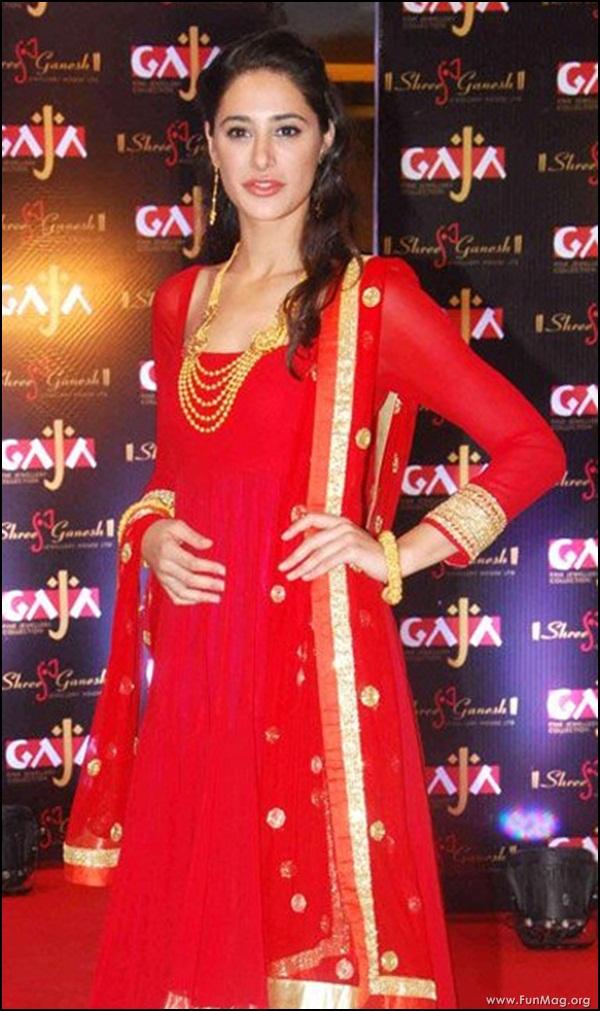 nargis-fakhri-in-red-indian-dress- (14)