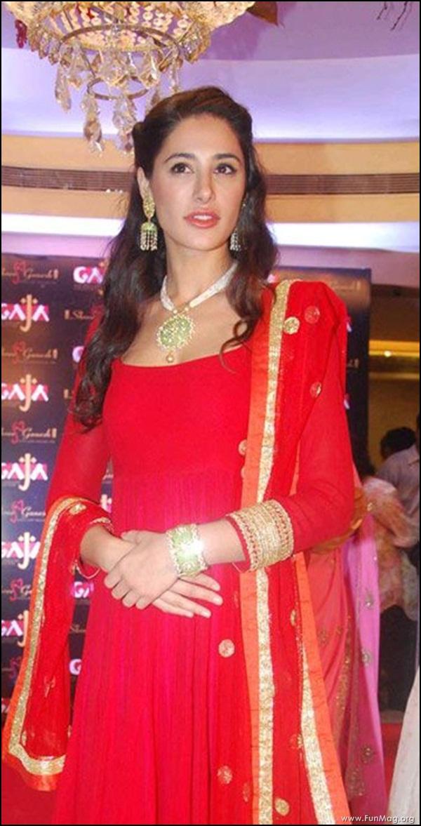 nargis-fakhri-in-red-indian-dress- (19)
