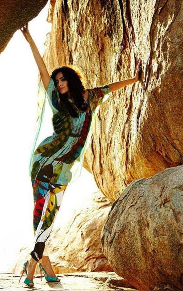 sonam-kapoor-photoshoot-for-elle-magazine- (6)