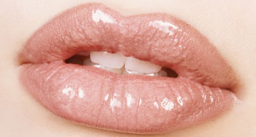 shiny-lips-pictures- (1)