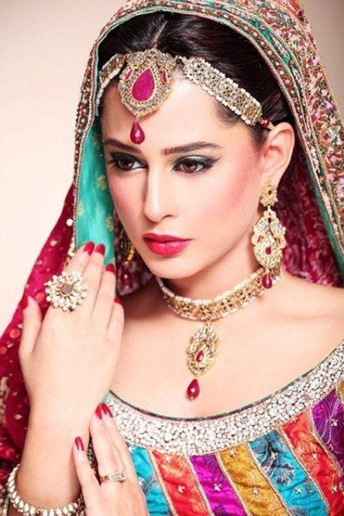 mehreen-raheel-bridal-makeover-by-makeup-artist- (3)
