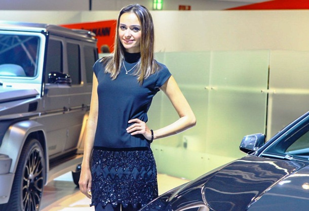 girls-with-cars-at-franfurt-motor-show-2013- (13)