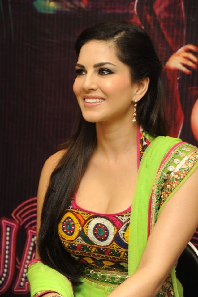 sunny-leone-photos-in-indian-dress- (1)