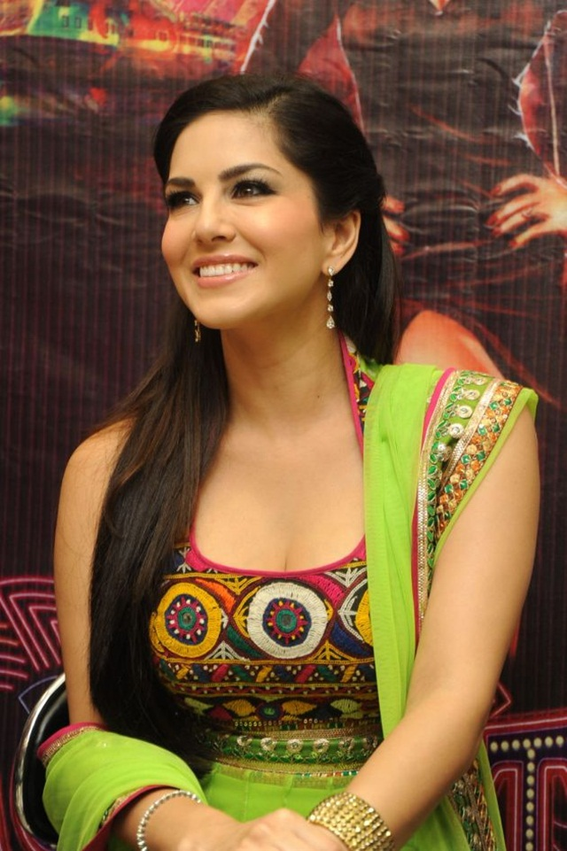 sunny-leone-photos-in-indian-dress- (14)