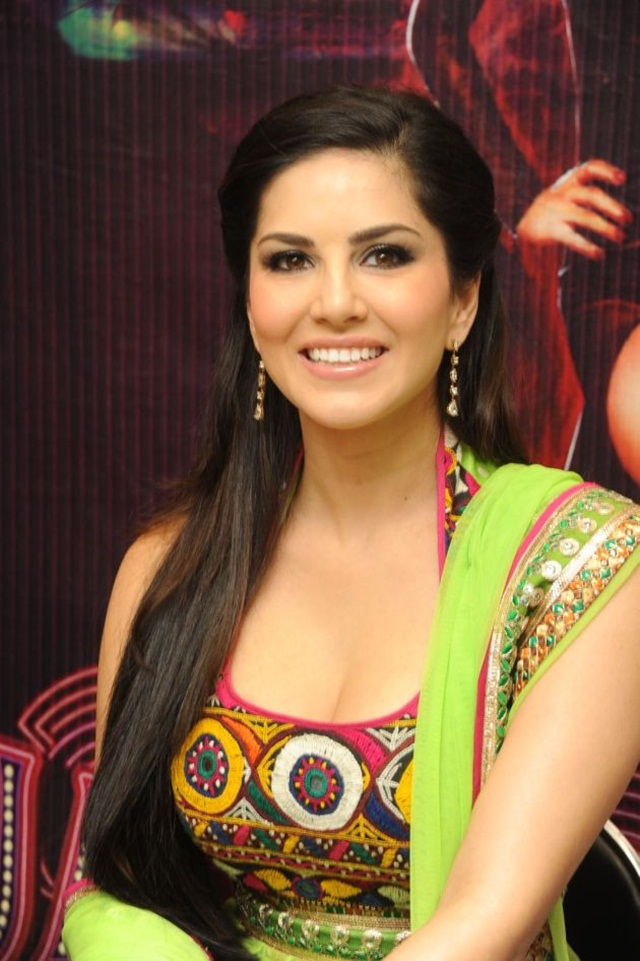 sunny-leone-photos-in-indian-dress- (15)