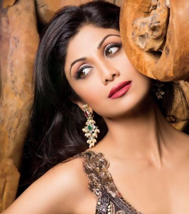 shilpa-shetty-photoshoot-for-hi-blitz-magazine-january-2014- (1)