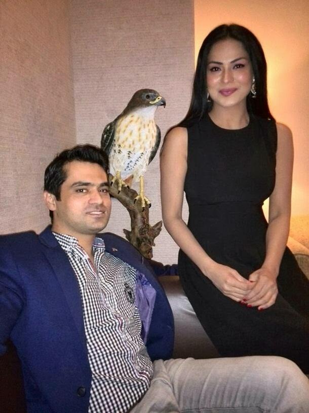 veena-malik-with-husband- (3)