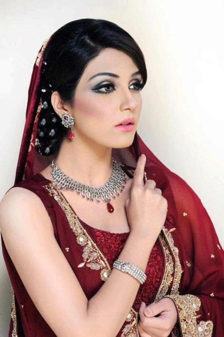 maya-ali-in-bridal-makeup-by-makeup-artist-khawar-riaz- (6)