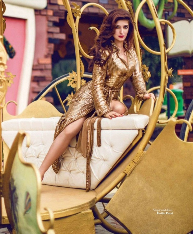 twinkle-khanna-photoshoot-for-vogue-magazine-august-2014- (8)