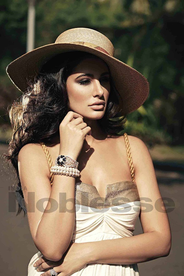 nargis-fakhri-photoshoot-for-noblesse-january-2015- (7)