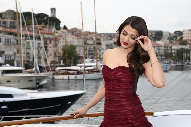 aishwarya-rai-promote-jazbaa-at-cannes-2015- (1)