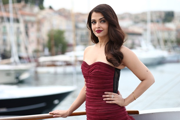 aishwarya-rai-promote-jazbaa-at-cannes-2015- (2)
