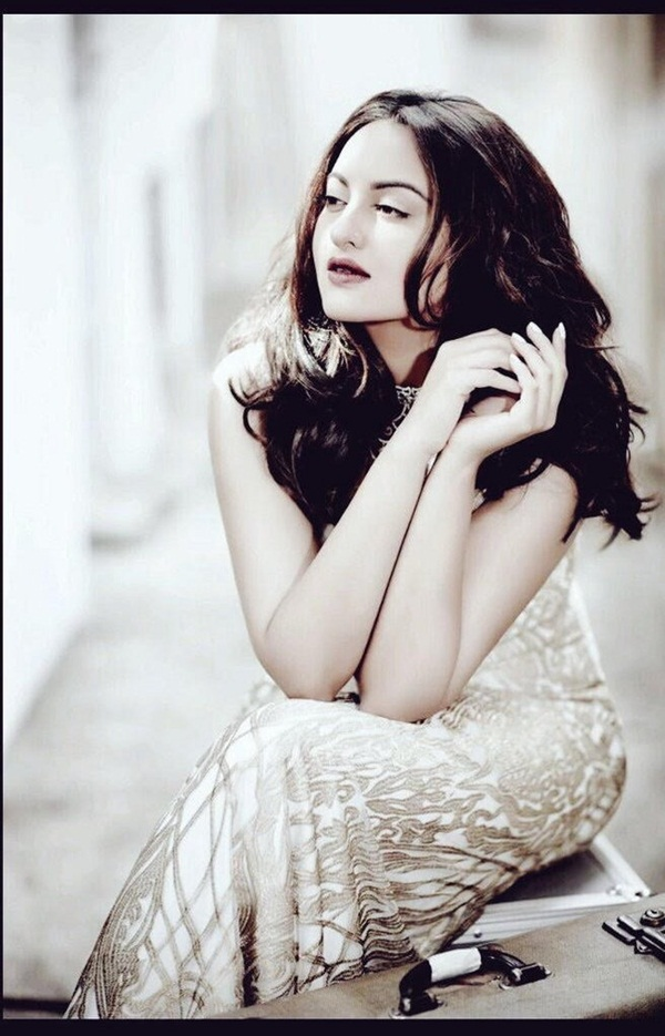 sonakshi-sinha-photoshoot-for-cine-blitz-december-2015- (3)