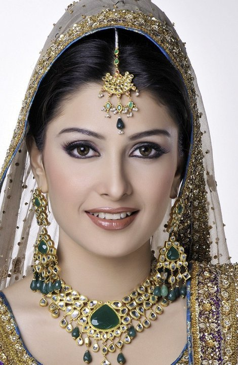 aiza-khan-bridal-photoshoot- (2)