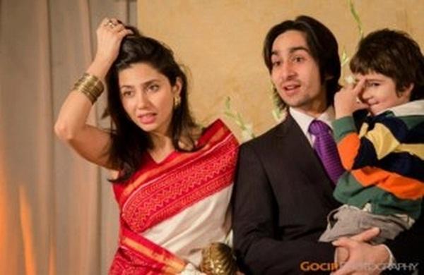 mahira-khan-family-photo-3