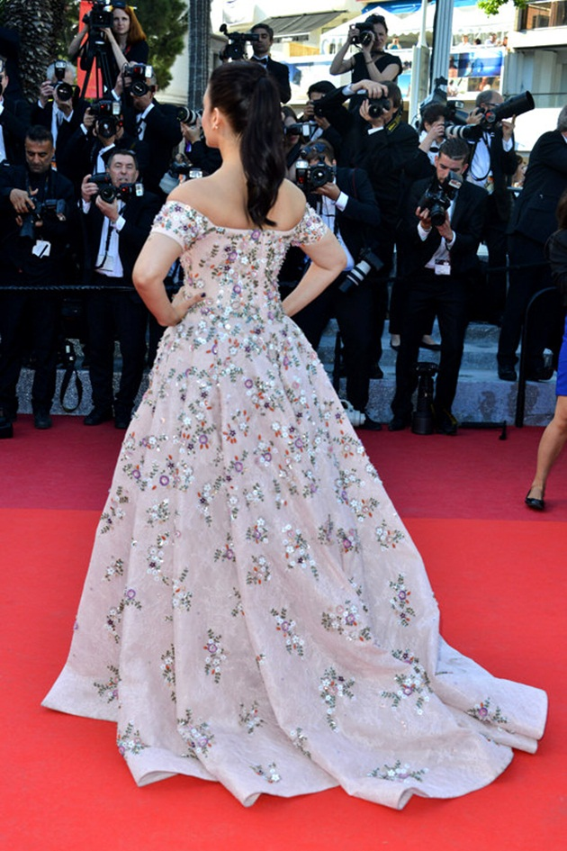 aishwarya-rai-in-cannes-film-festival-at-mal-de-pierres-premiere- (21)