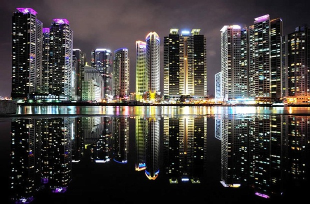 grand-buildings-reflected-in-water- (17)