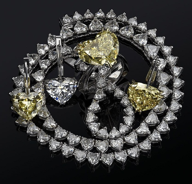 elegant-jewelry-with-precious-diamonds-and-stones- (1)
