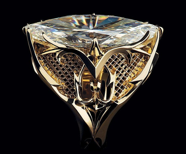 elegant-jewelry-with-precious-diamonds-and-stones- (5)