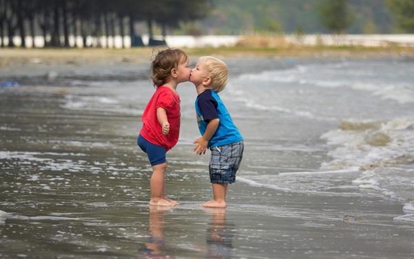 cute-babies-kisses- (2)
