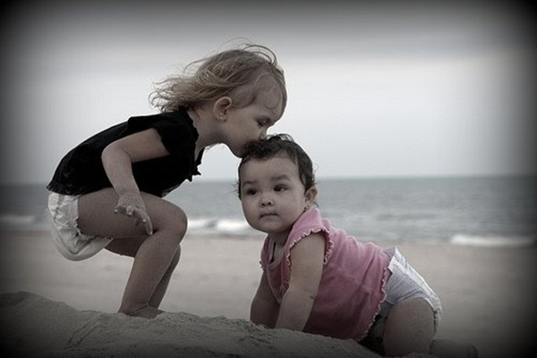 cute-babies-kisses- (3)
