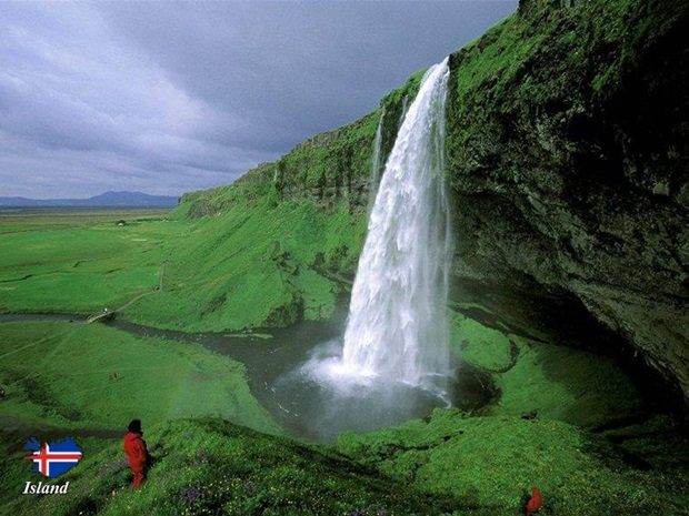 photos-of-beautiful-waterfalls-around-the-world- (16)
