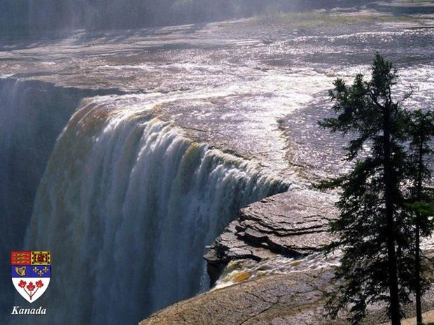 photos-of-beautiful-waterfalls-around-the-world- (23)