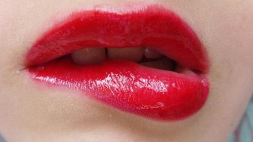 best-dark-lipstick-shades- (3)