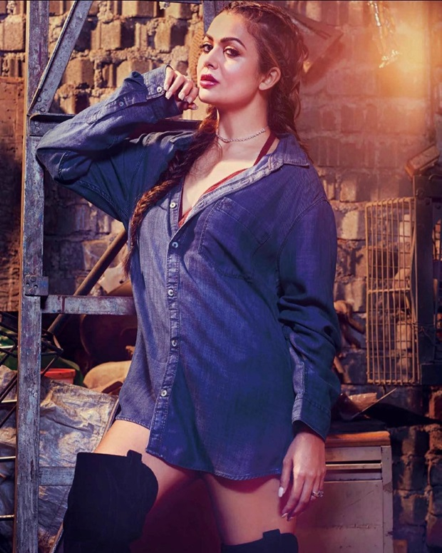 malaika-and-amrita-arora-photoshoot-for-hi-blitz-magazine-april-2017- (5)
