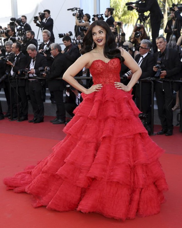 aishwarya-rai-in-red-gown-at-cannes-film-festival-2017- (11)