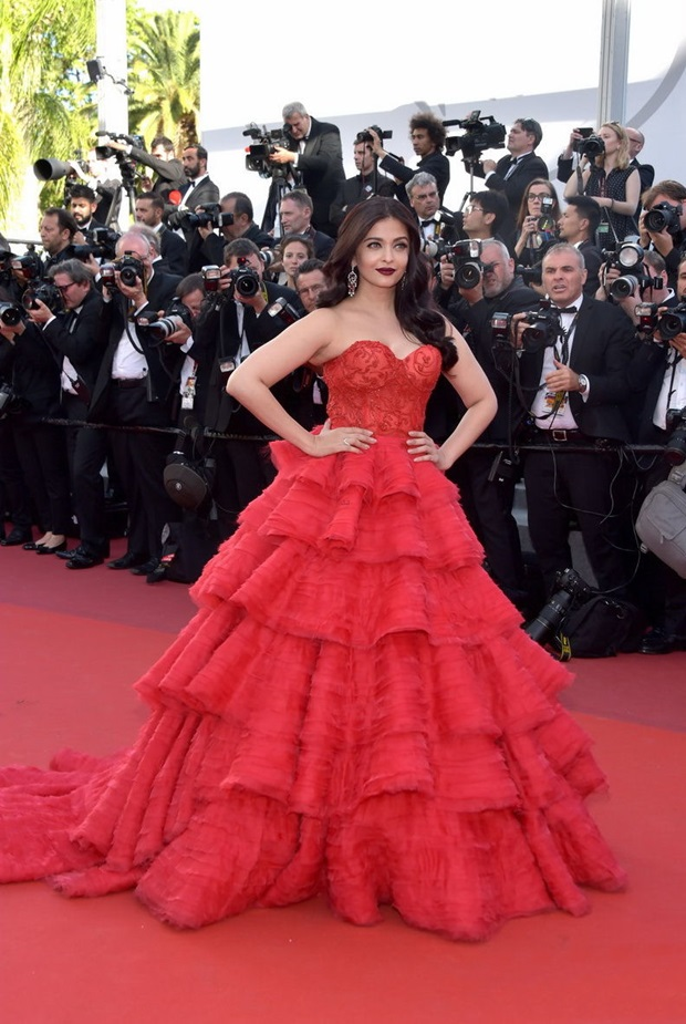 aishwarya-rai-in-red-gown-at-cannes-film-festival-2017- (17)