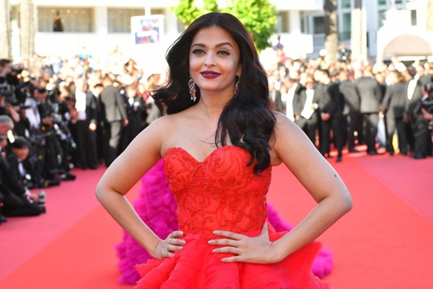 aishwarya-rai-in-red-gown-at-cannes-film-festival-2017- (21)