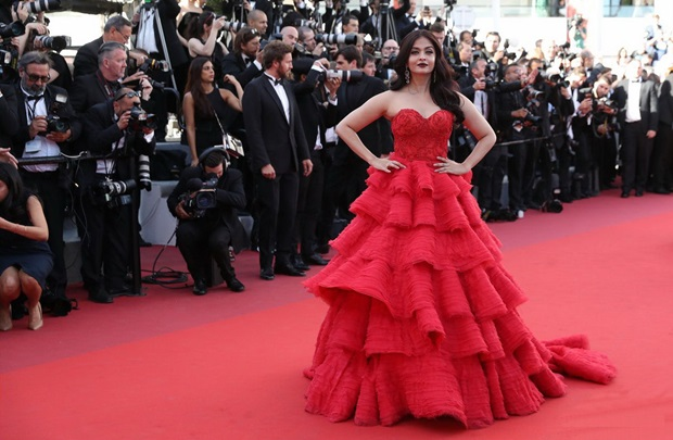 aishwarya-rai-in-red-gown-at-cannes-film-festival-2017- (23)