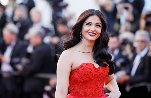 aishwarya-rai-in-red-gown-at-cannes-film-festival-2017- (26)