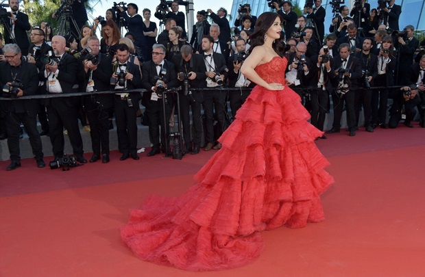 aishwarya-rai-in-red-gown-at-cannes-film-festival-2017- (27)